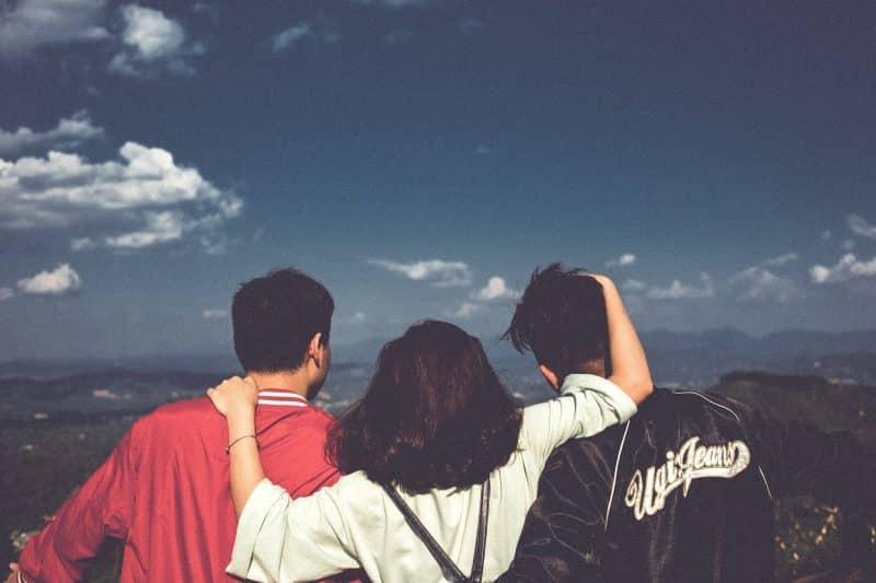 1001+ Kata kata persahabatan yang Menyentuh Hati (Awas Baper)