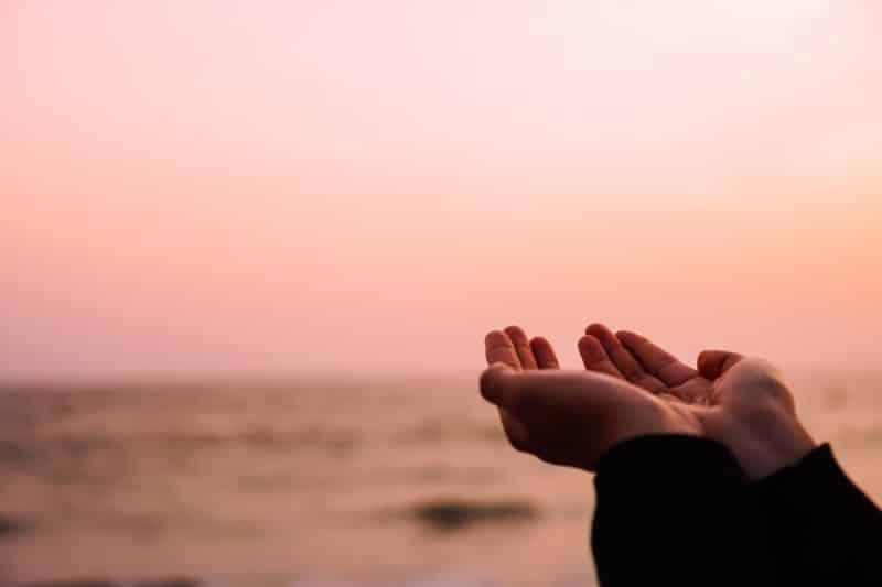 Doa Penenang Hati: Bahasa Arab, Keutamaan serta Artinya (Terlengkap)