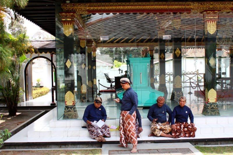 Contoh Teks Anekdot Bahasa Jawa