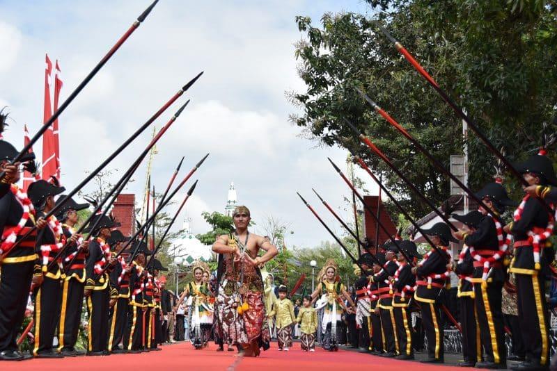 Contoh Teks Anekdot beserta Strukturnya dalam Bahasa Jawa