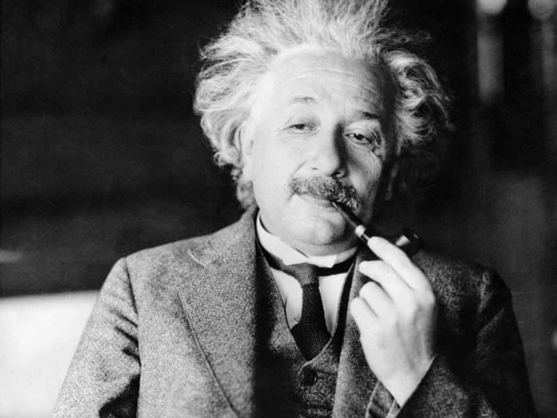 Contoh Teks Biografi Albert Einstein