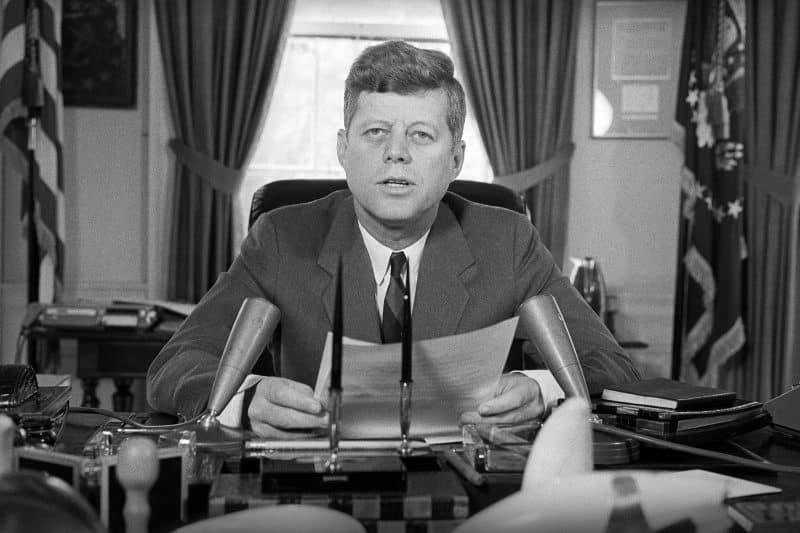Teks Biografi Singkat John F Kennedy