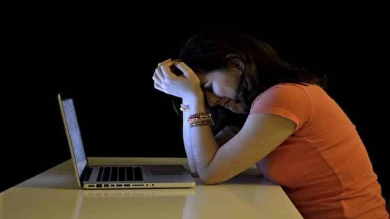 Contoh Teks Eksplanasi Masalah Cyberbullying