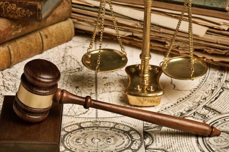 Contoh Teks Eksposisi dengan Tema Hukum