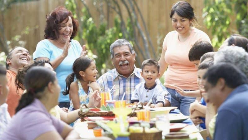 Contoh Teks Pembawa Acara Pertemuan Keluarga