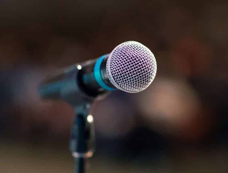 15+ Contoh Teks Pidato Persuasif (dilengkapi judul dan strukturnya)