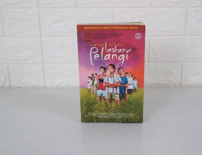 Contoh Teks Resensi Novel Laskar Pelangi