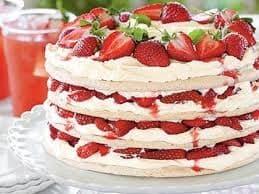 VALENTINE SROWBERRY CREAME CAKE