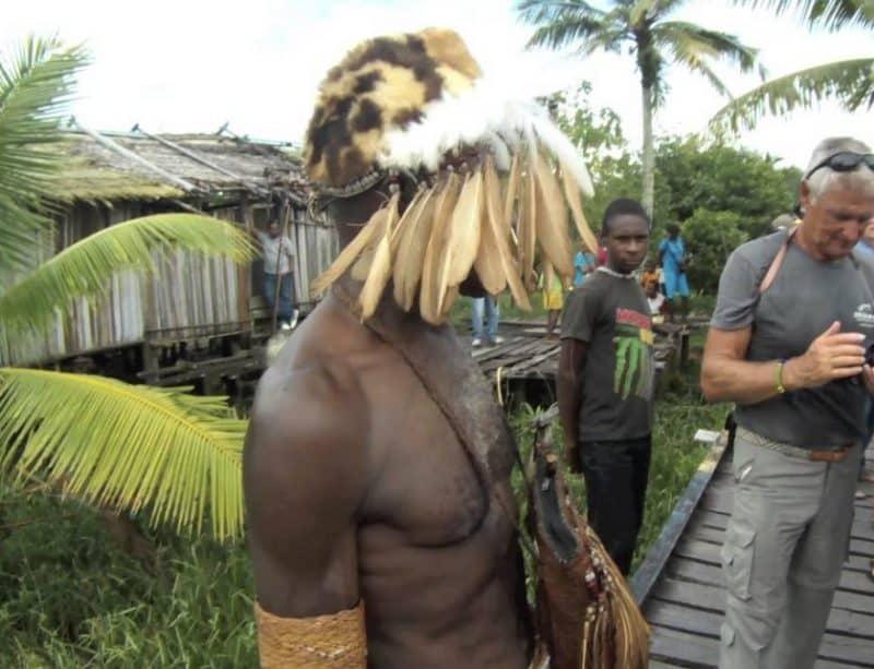 Properti Tari Ulat Sago : Ornamen pada Tubuh