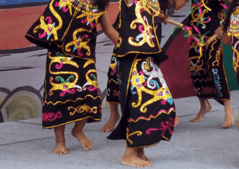 Ta'a atau baju bawahan penari