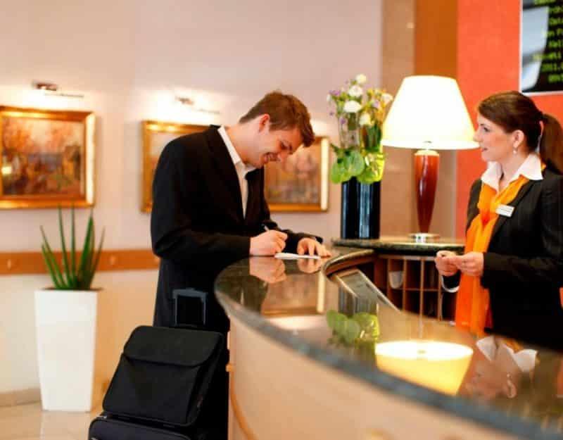 Contoh Surat Lamaran Kerja Fresh Graduate untuk Resepsionis Hotel