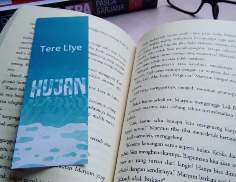 Contoh Teks Ulasan Novel Hujan