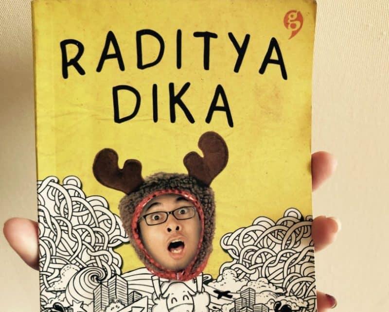 Contoh Teks Ulasan Novel Raditya Dika