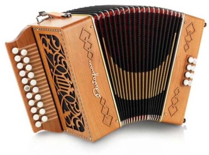 Alat Music Tradisional - Accordion