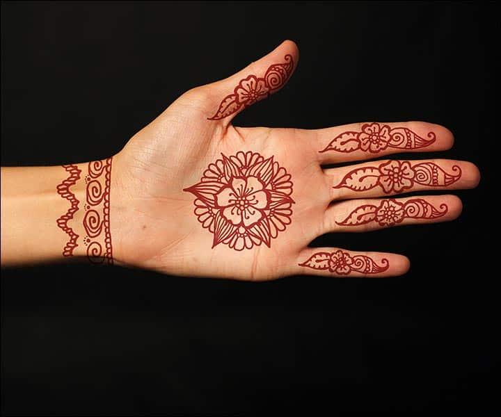 Motif Henna Khusus pada Telapak Tangan