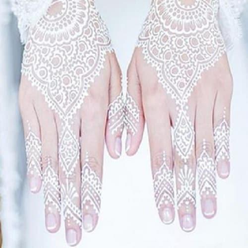 Motif Henna dengan Pola Bunga