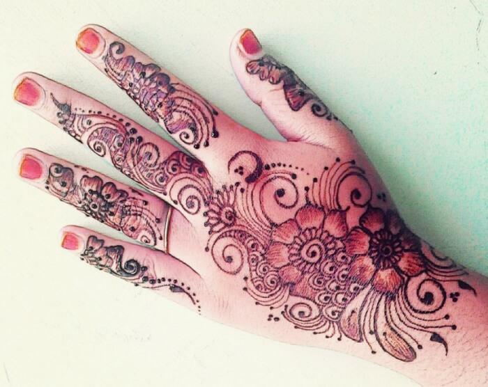 Motif Henna dengan Pola Kendi