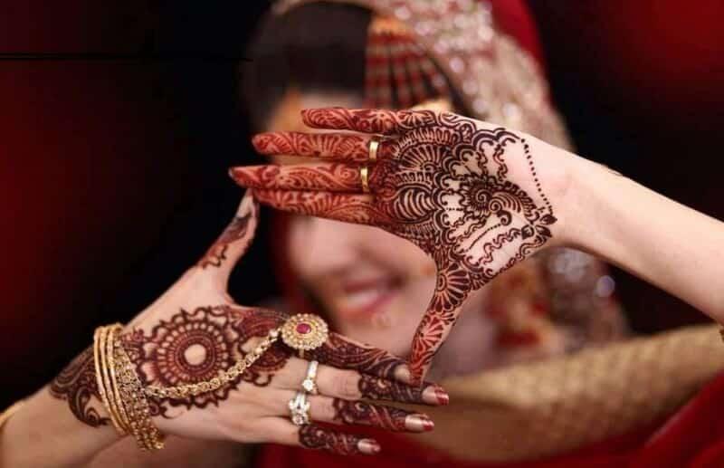 Motif Henna dengan Pola Khas Arab