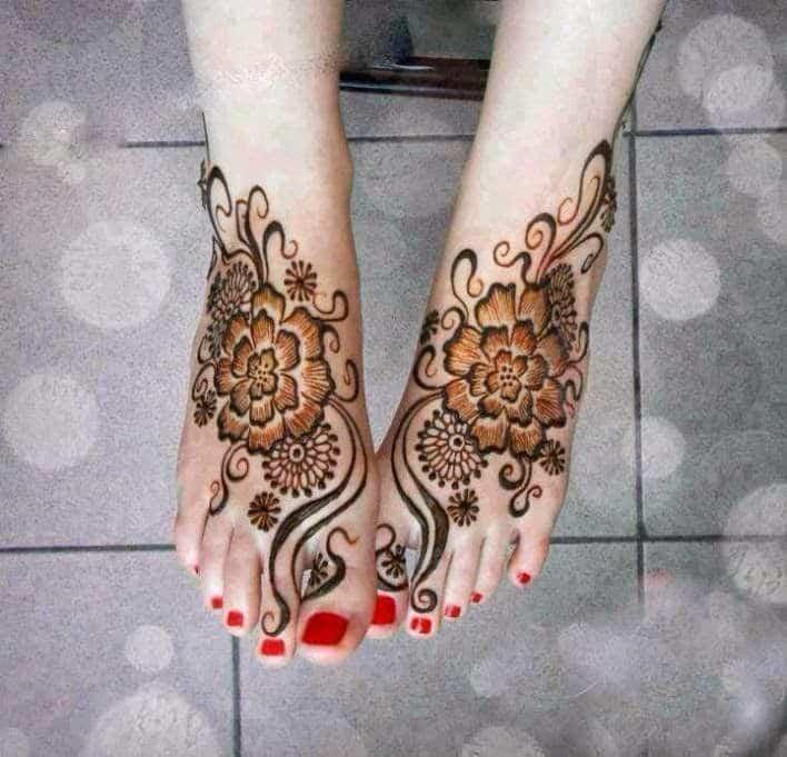 Motif Henna dengan Pola Khusus Kaki