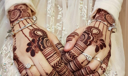 Motif Henna dengan Pola yang Rumit