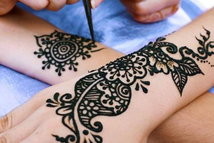 Motif Henna dengan Pola yang Sederhana