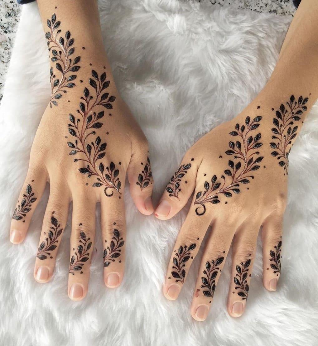 Motif henna dengan Dominansi Warna Hitam