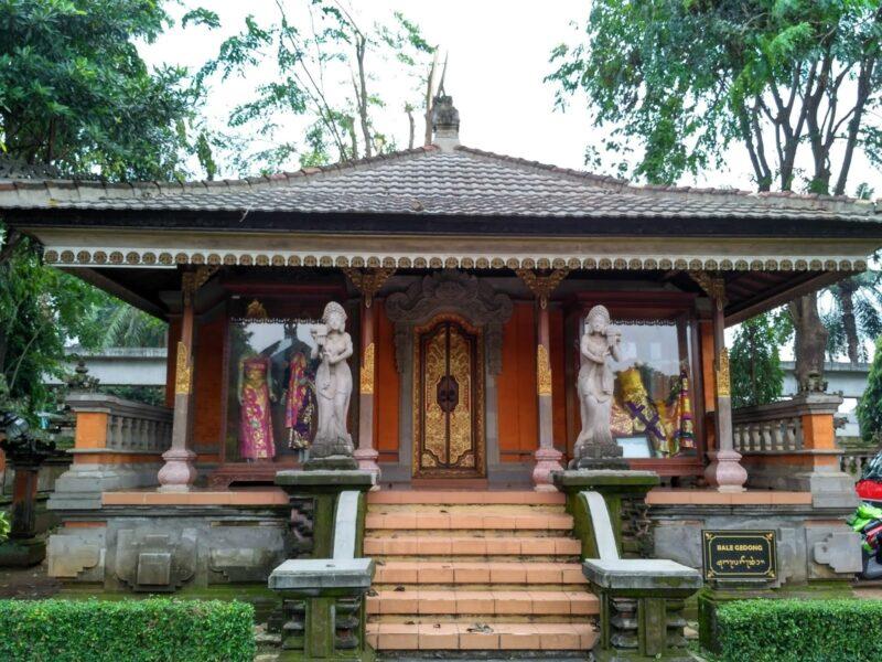 Rumah Adat Bali Bale Tiang Sanga