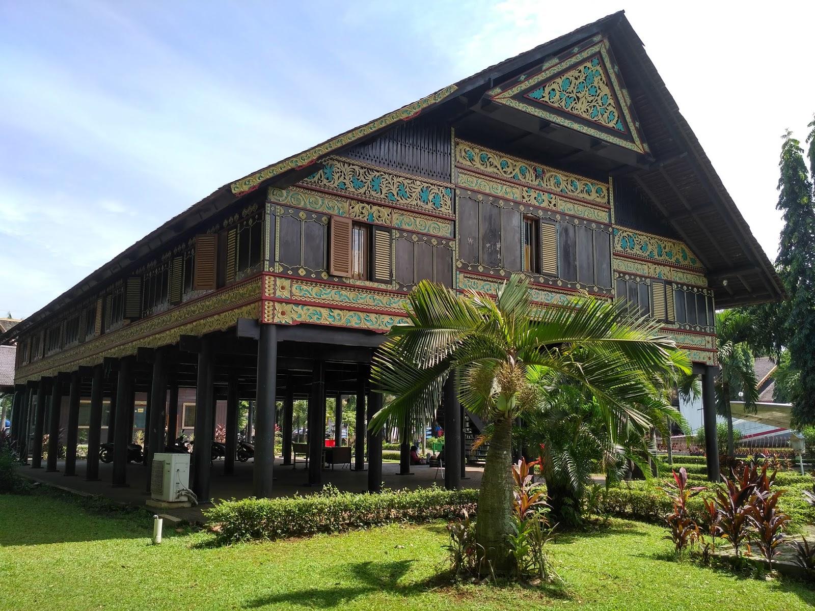 Rumah Adat Nangroe Aceh Darussalam