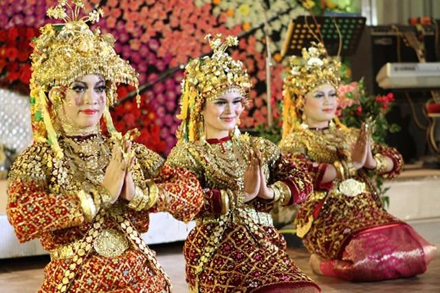 Tari Tradisional Gending Sriwijaya