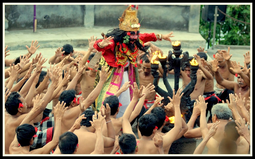 Tari Tradisional Kecak Bali