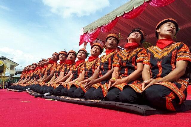 Tari Tradisional Saman Aceh