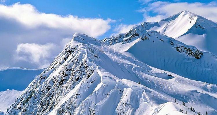 1. Gunung Puncak Jaya