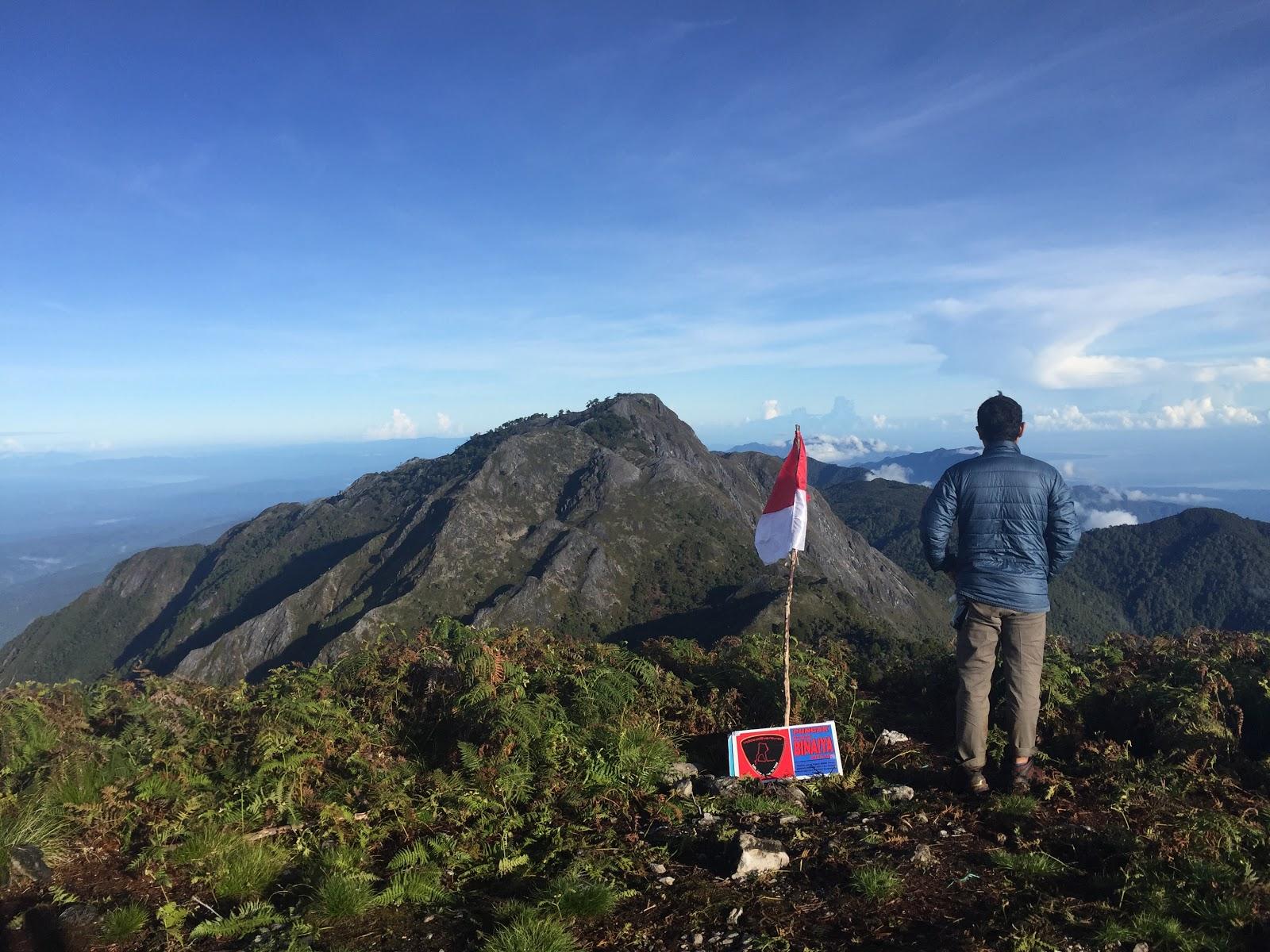 11. Gunung Binaiya