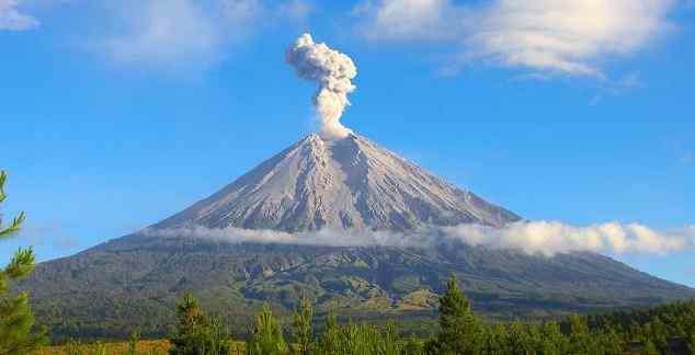 13. Gunung Sanggar
