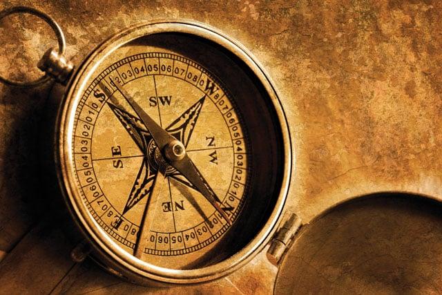 2. Trik untuk Menentukan Arah Mata Angin dengan Kompas Bidik