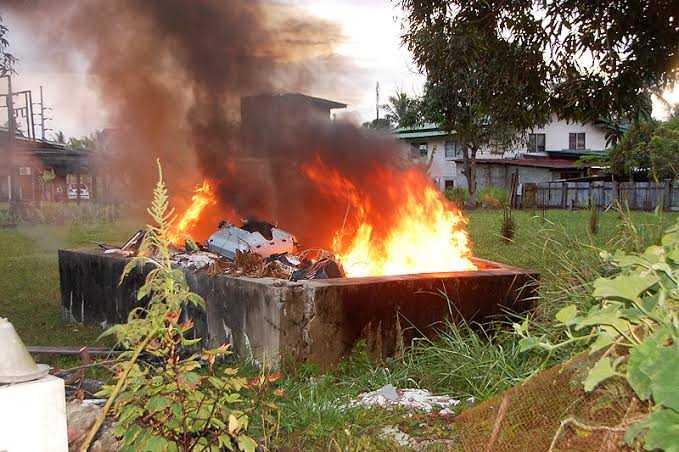 3. Pembakaran Sampah