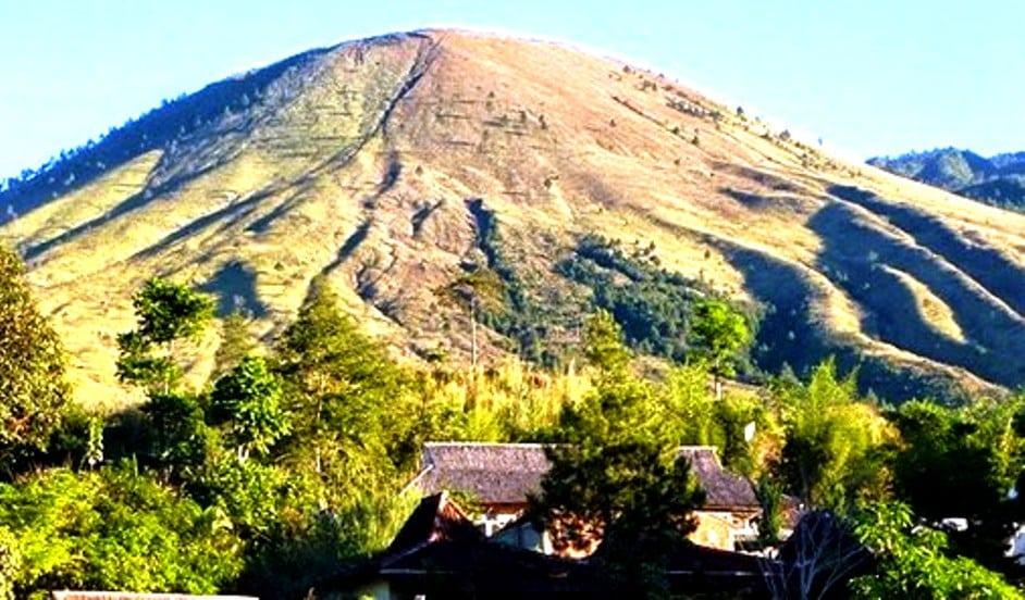 35. Gunung Guntur