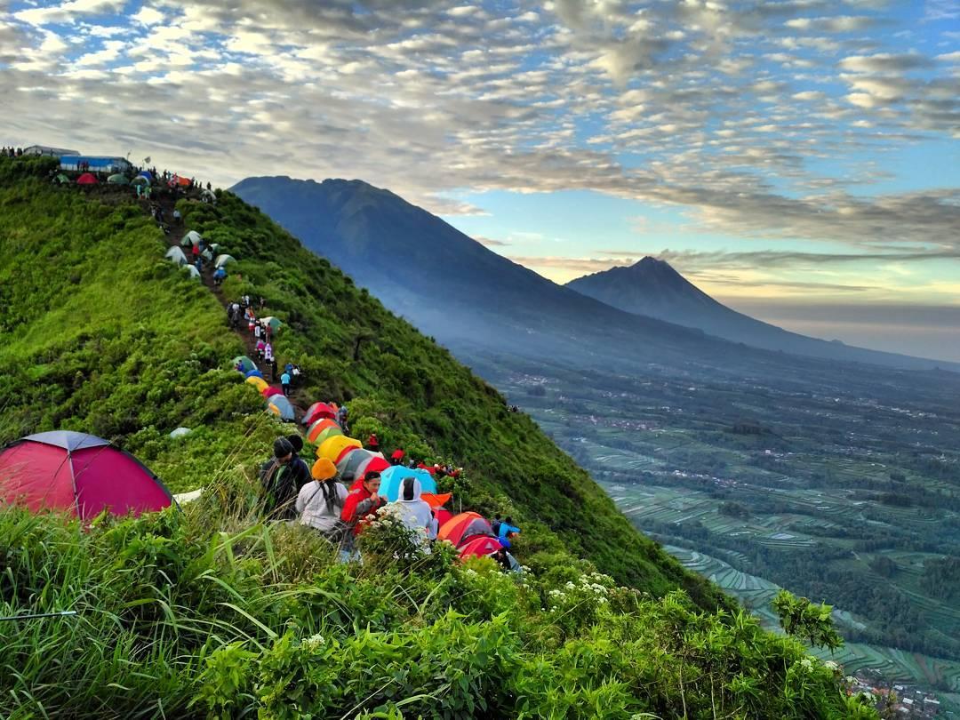 45+ Gunung Tertinggi di Indonesia Yang Indah Dan Wajib Di Kunjungi 9