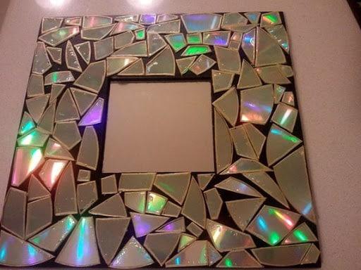 2. Hiasan Kamar Dengan Kepingan Compact Disk Bekas