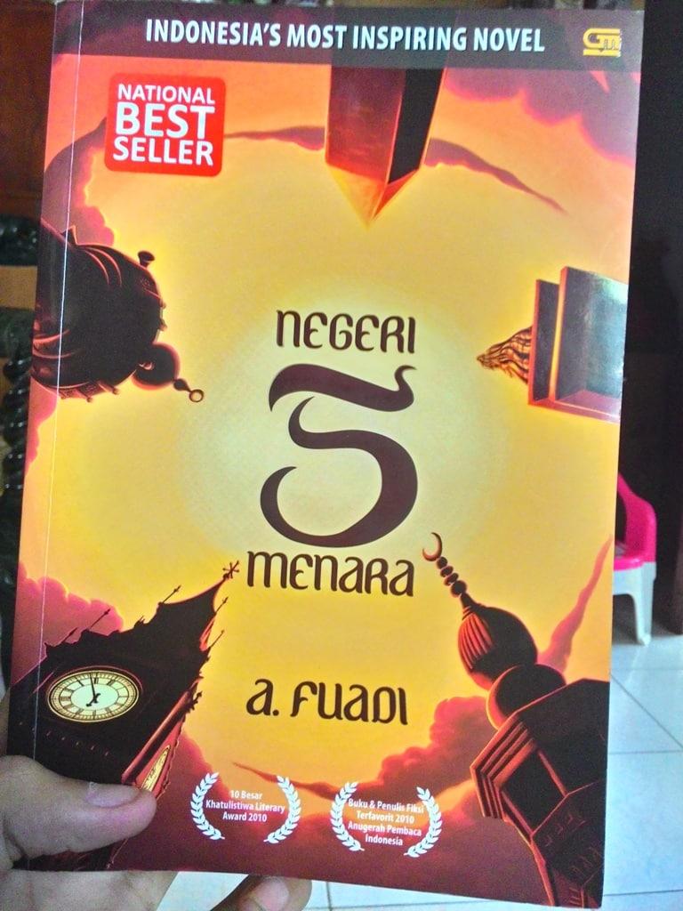 Contoh Resensi Novel Fiksi Negeri 5 Menara