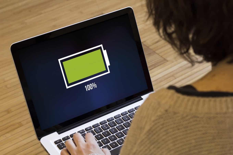 Baterai Laptop memiliki daya minimal 80%