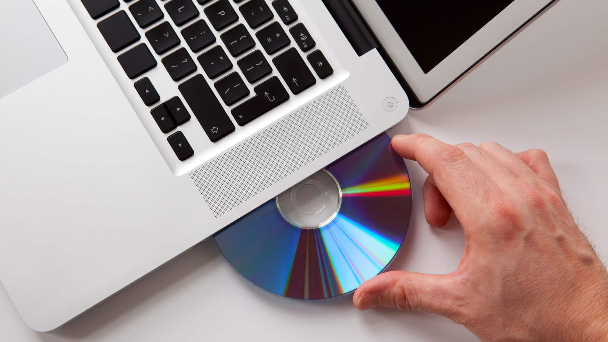 Masukan DVD ke dalam PC