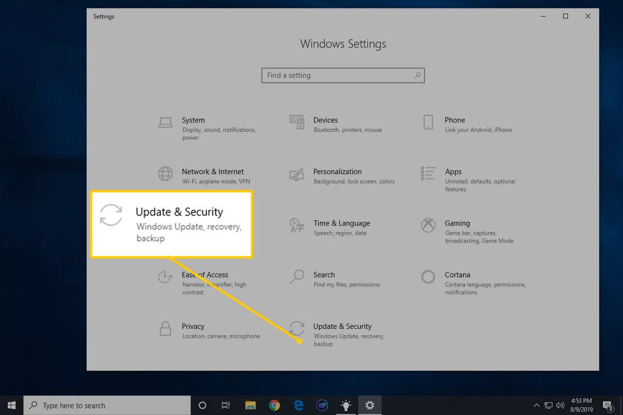 Selanjutnya, masuk ke menu Pengaturan dan pilih opsi Update & Security pada bagian layanan Windows Update