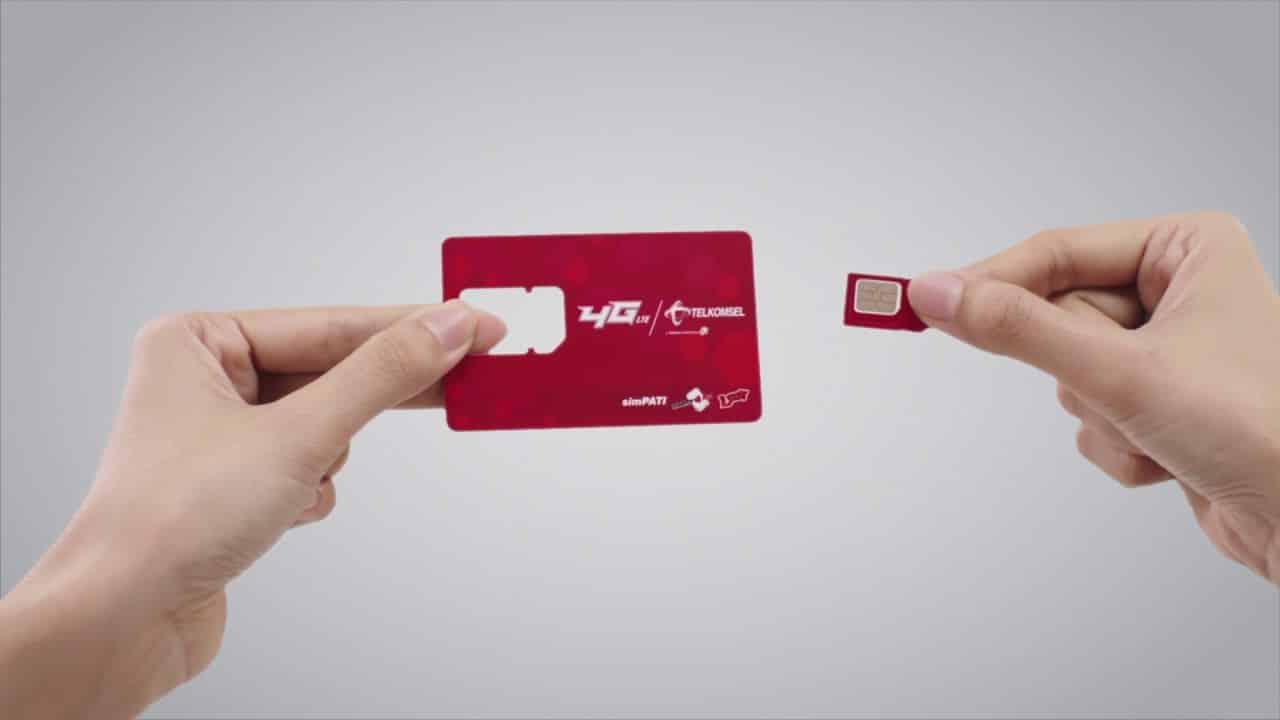 Setelah semua beres, mesin langsung mengeluarkan SIM card baru dengan nomor yang sama dari kartu yang hilang ttersebut